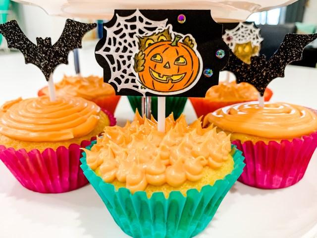 Owl and pumpkin Halloween cupcake topper