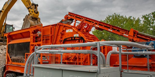 Following Lockout-Tagout Procedure to Protect Crushing Personnel