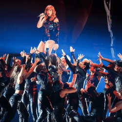 Review: Taylor Swift tour lives up to her reputation