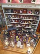 Tiny dollhouse items