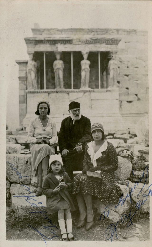 Giannoulis Chalepas with his niece Irene and other family members