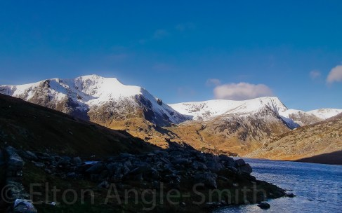 A quick stop to snap Y Garn and Foel Goch. Llyn Ogwen at right.