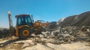 19.06.16 Contractors accompanied by Israeli military demolish homes. Photo. N. Nawaja