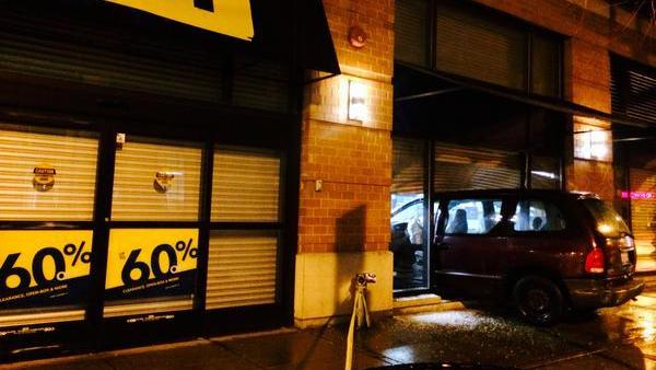 Breaking News:  Chicago Area Best Buy Encounters A Smash & Grab By Theives