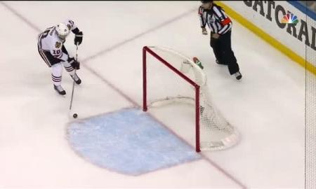 Chicago BlackHawks: Ben Bishop, Victor Hedman Collide giving Patrick Sharp Easy Goal (video)