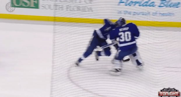 Chicago BlackHawks: Ben Bishop, Victor Hedman Collide giving Patrick Sharp Easy Goal (video)