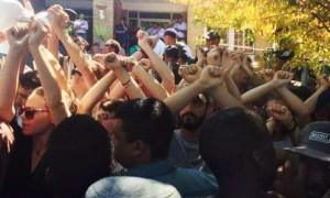 White Protesters Formed Human Shield Around Black Portesters To Protect Them From Police Brutality