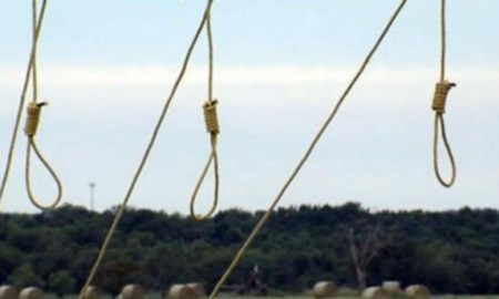 Man Hangs Several Nooses Outside Property With Sign Which Reads, Do Not Be Around Here After Dark