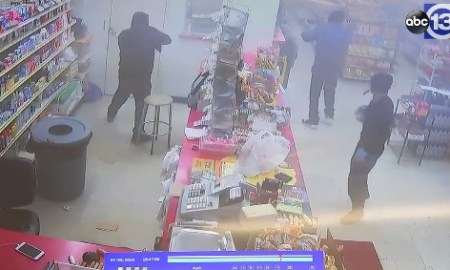 3 Armed Men Sprays Bullets In A Houston Store In An Attempted Robbery [ VIDEO]