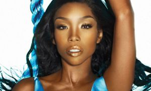 Singer Brandy Fell Unconscious On Delta Flight & Rushed To The Hospital