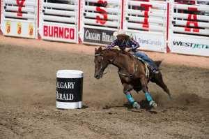女子繞木桶比賽 Photo Credit: Bill Marsh / Calgary Stampede
