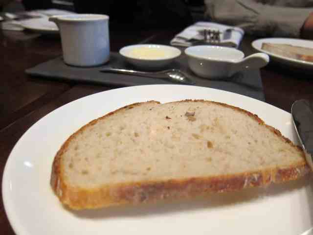 bread served before meal