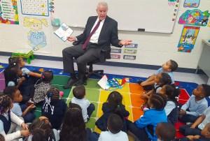 TomBarrett reading to kids
