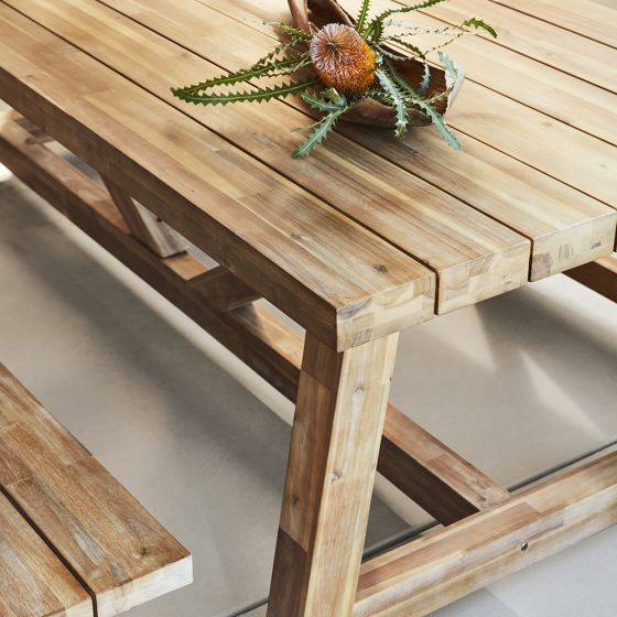 Caring For Your Outdoor Furniture with acacia