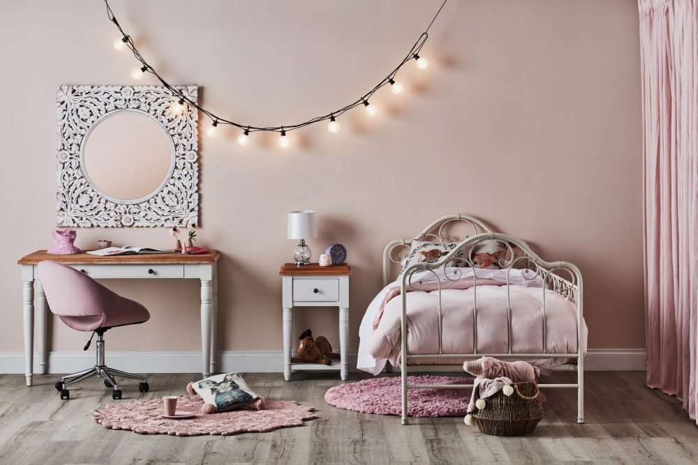 Inspirational Study Spaces for Kids - pink