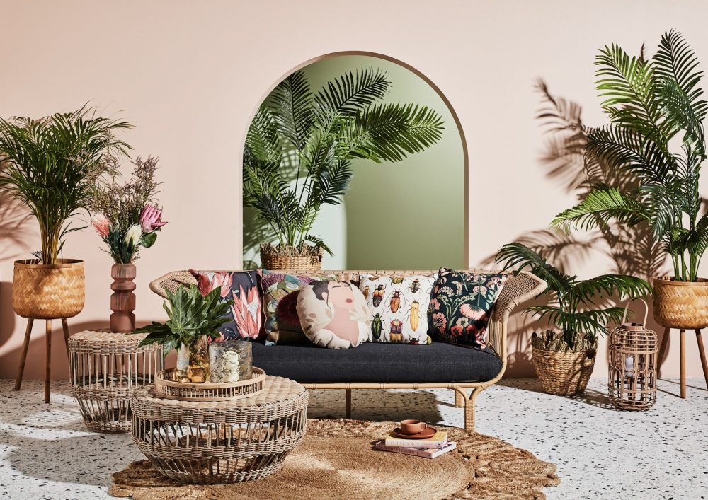 Spring Outdoor Furniture Trends with the Summer sofa