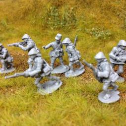 7 KNIL Infantry man, 6 with rifles in various poses in helmets