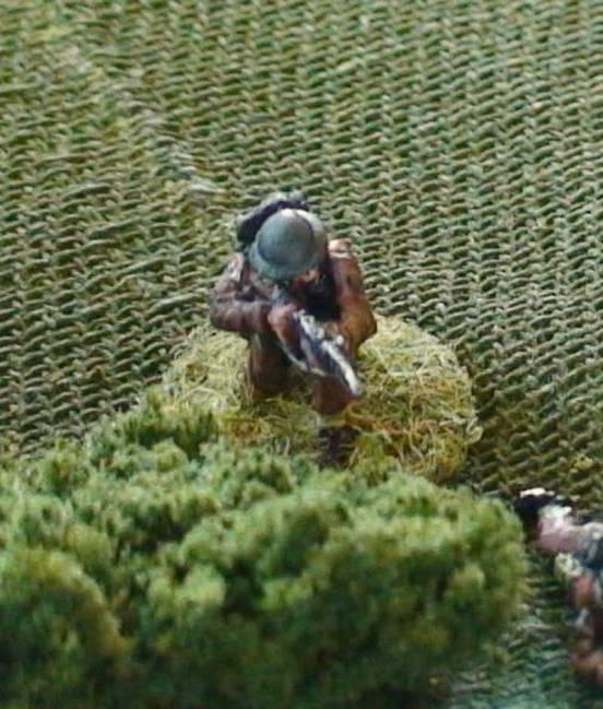 1 x Infantryman kneeling and firing Lee Enfield Rifle