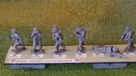 1 x Infantryman advancing and firing Bren gun from hip