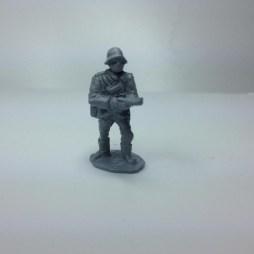 1 x German infantryman/NCO firing MP28 (Bergman) SMG