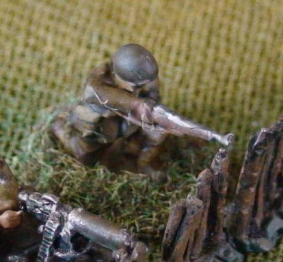 1 x Infantryman Firing rifle Kneeling