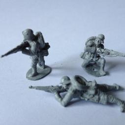3 Stormtroopers shooting Gewehr 98 rifles with main packs