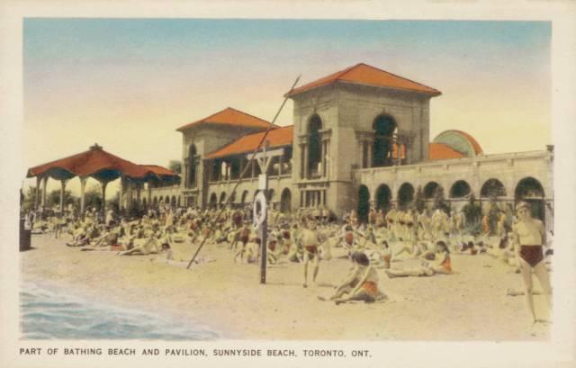 postcard-toronto-sunnyside-beach-and-pavilion-crowd-c1950