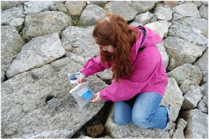 girl leaving item in geocache