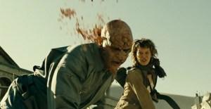 resident-evil-extinction-desert-milla-jovovich-alice-kills-zombie