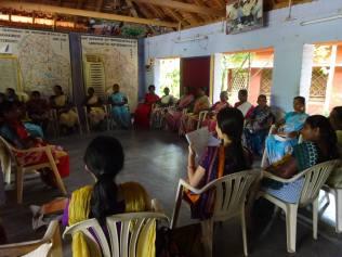 女性の自助努力グループミーティング