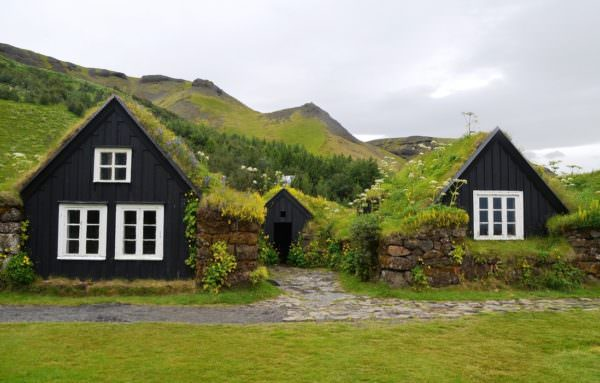 country cottages with green roof