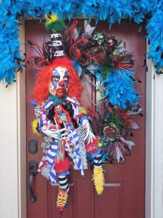 creepy-clown-halloween-wreath