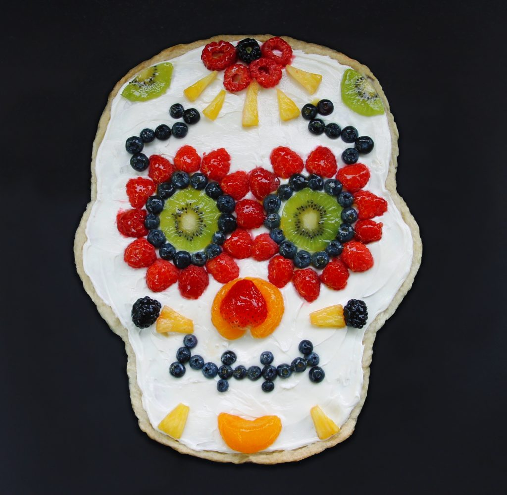 sugar-skull-fruit-pizza