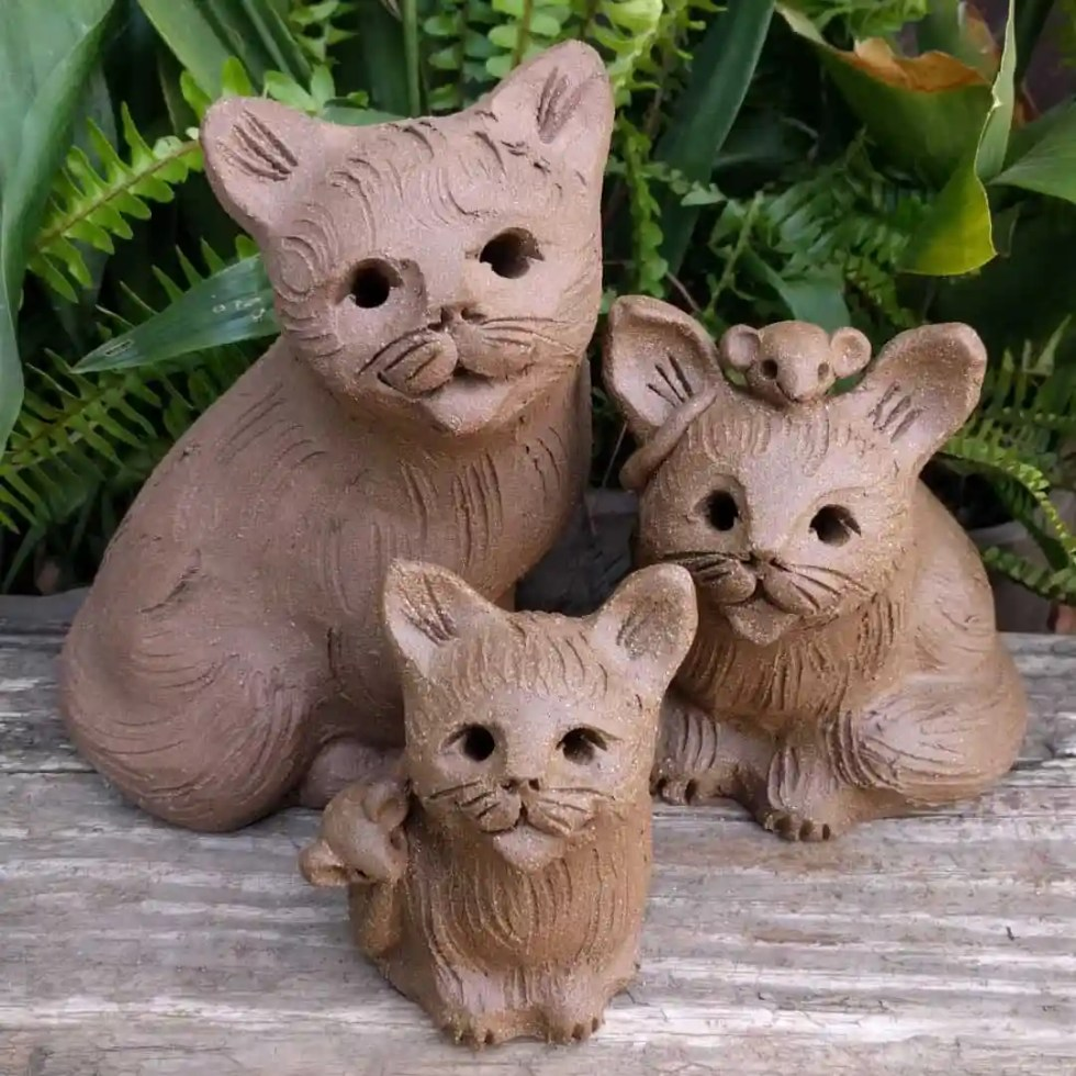 sitting_cat_group_outside_3_sizes-1
