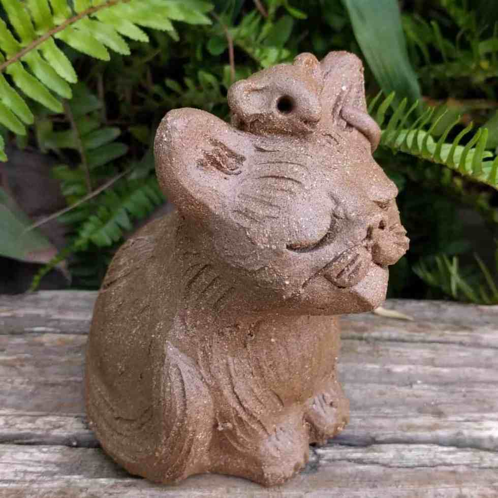 small_sitting_cat_mouse_head_outside_5