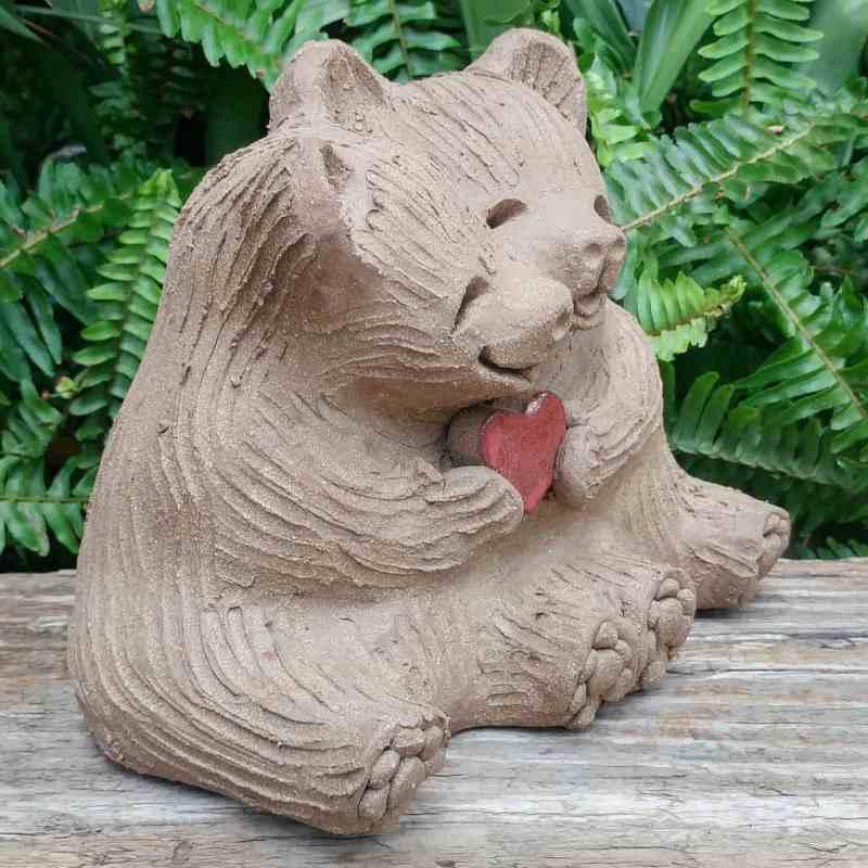 clay-bear-love-heart-meidum-1024px-garden-sculpture-by-margaret-hudson-earth-arts-studio-2