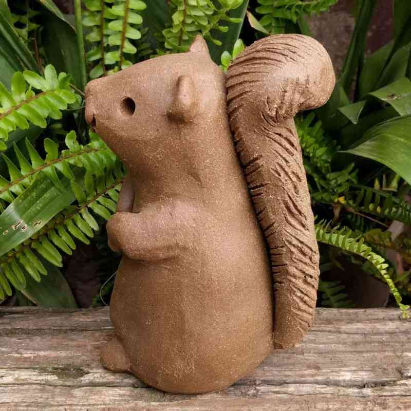 squirrel_standing_large_greenspace_10