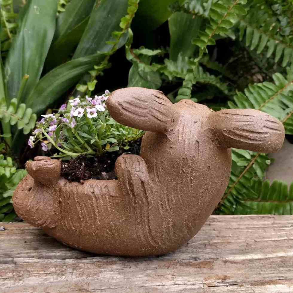rabbit_planter_back_gren_flowers_7