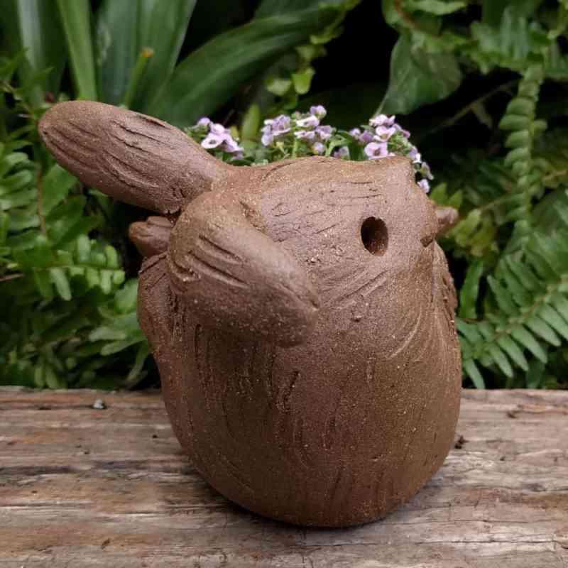 rabbit_planter_back_gren_flowers_8