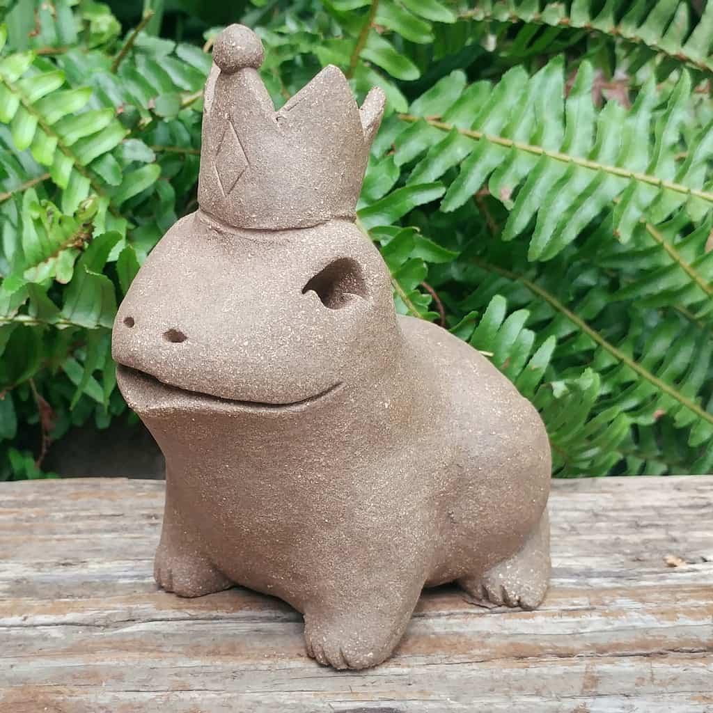 ceramic-frog-prince-1024px-outdoor-figurine-by-margaret-hudson-earth-arts-studio-11