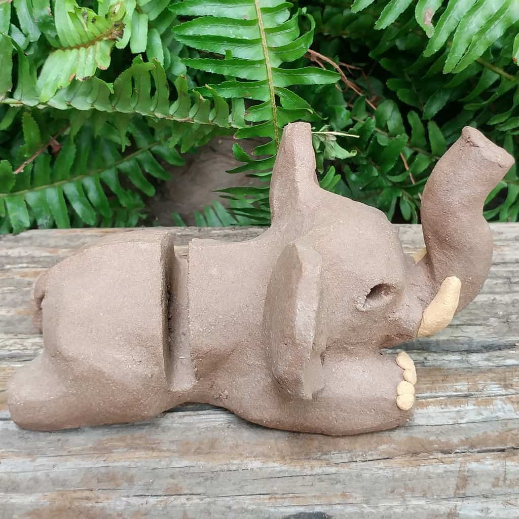 clay-elephant-card-stand-1024px-outdoor-sculpture-by-margaret-hudson-earth-arts-studio-2