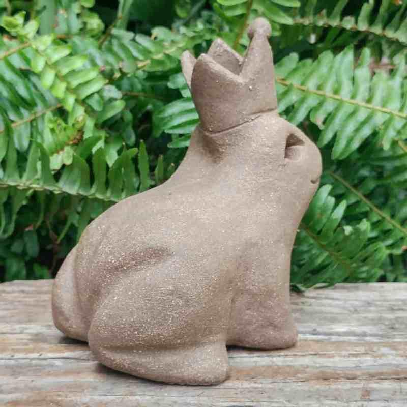 clay-frog-prince-1024px-garden-figurine-by-margaret-hudson-earth-arts-studio-1