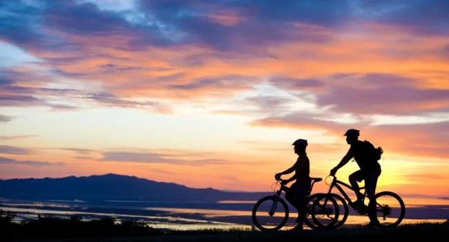 mountain_biking_couple
