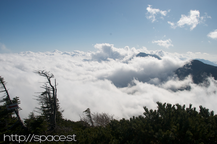 on Nyoho peak: above the clouds