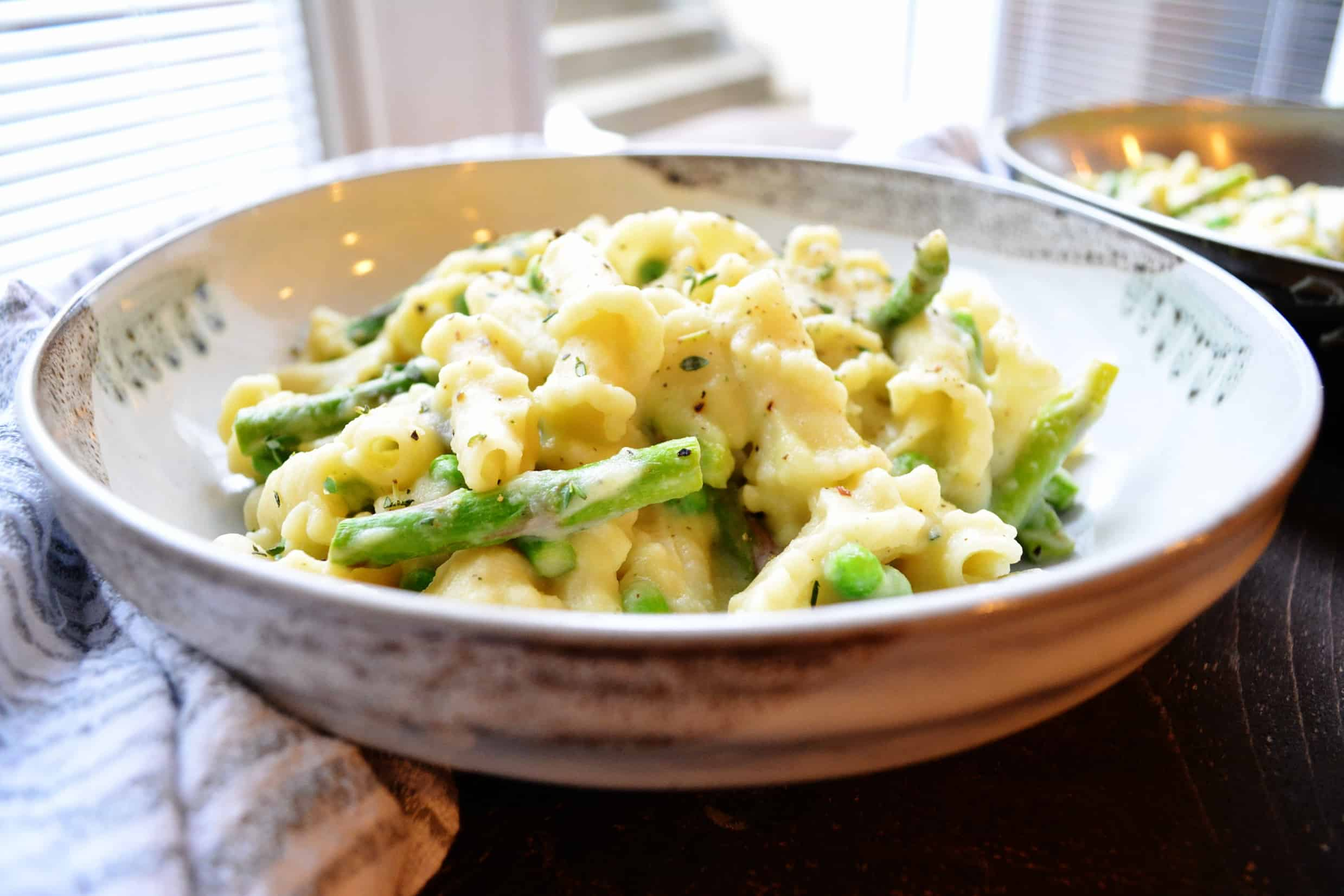 Creamy Garlic Pasta with Asparagus