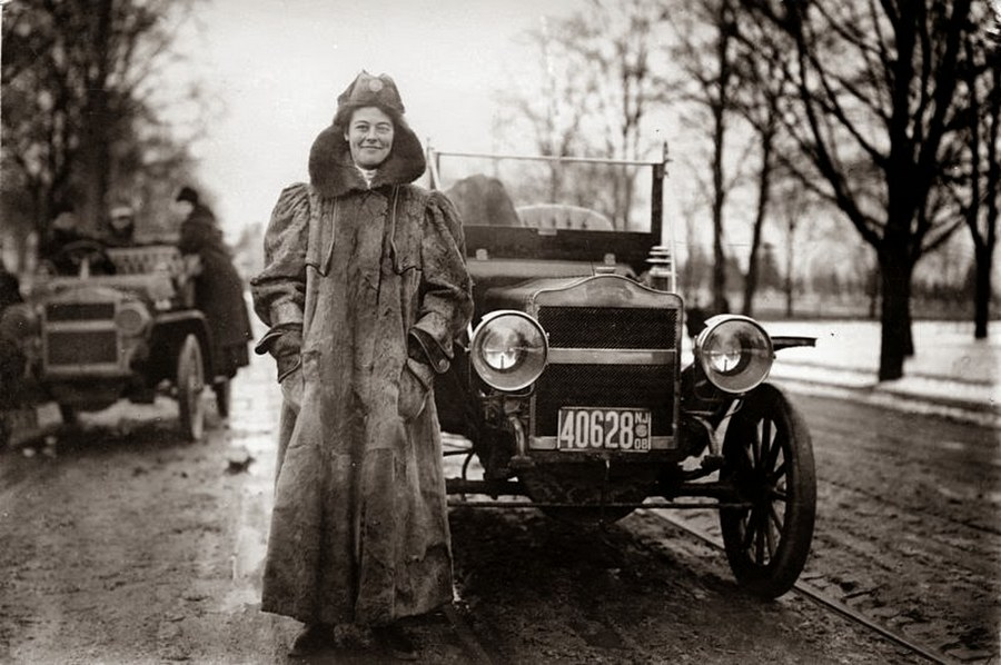 1909_first_woman_to_cross_usa_by_car