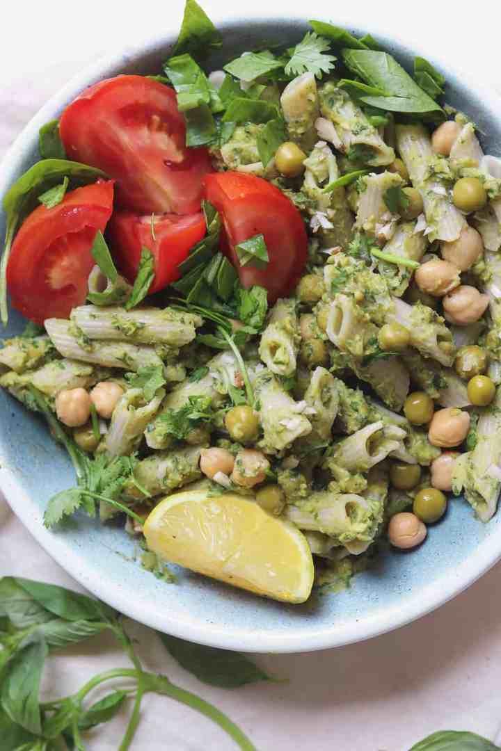 Pea and avocado pesto pasta bowl (vegan and oil-free)