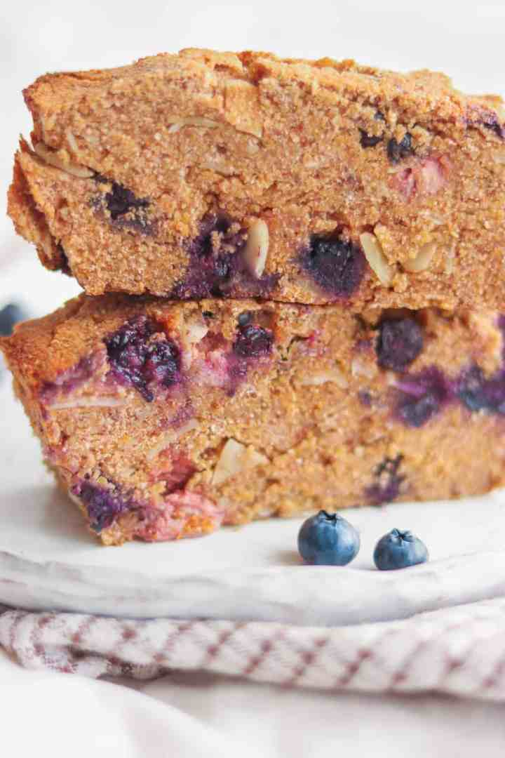 Vegan breakfast cake with polenta and blueberries thats's oil and gluten-free