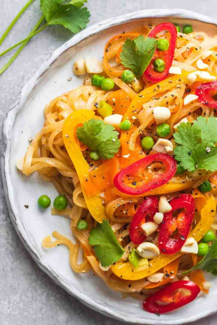 Noodles with carrots and peppers