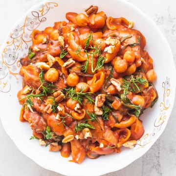 Vegan one-pot chickpea pasta gluten-free